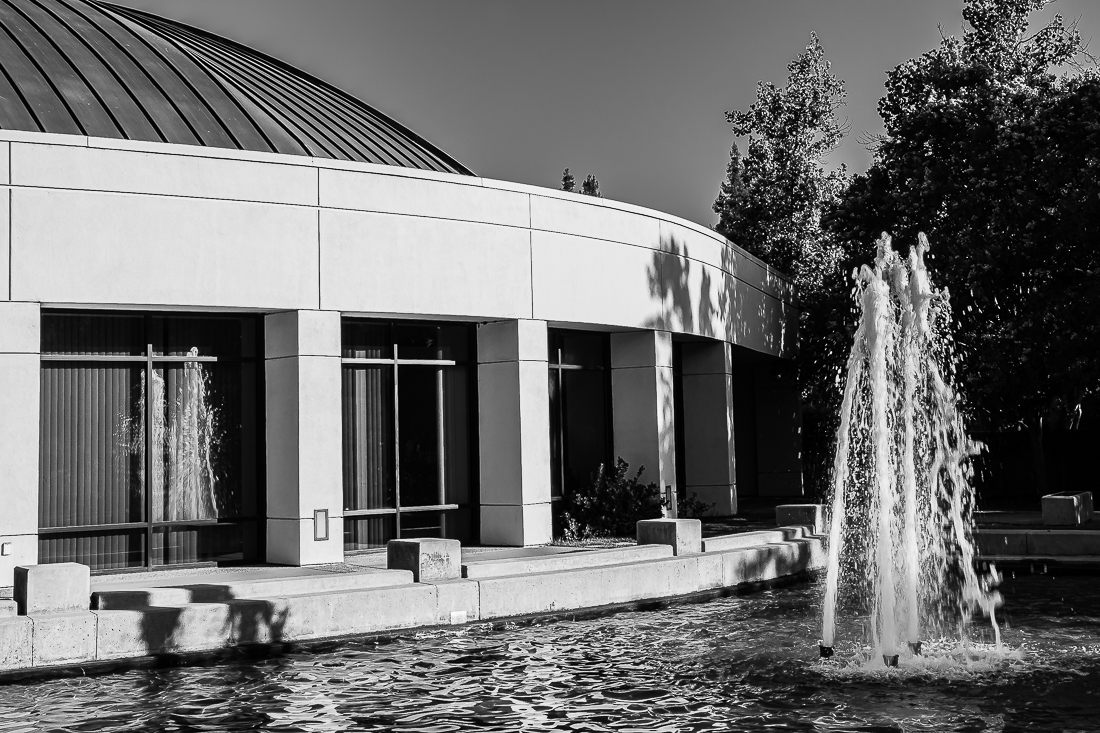 Monochrome Mondays: A fountain, shadows and reflection
