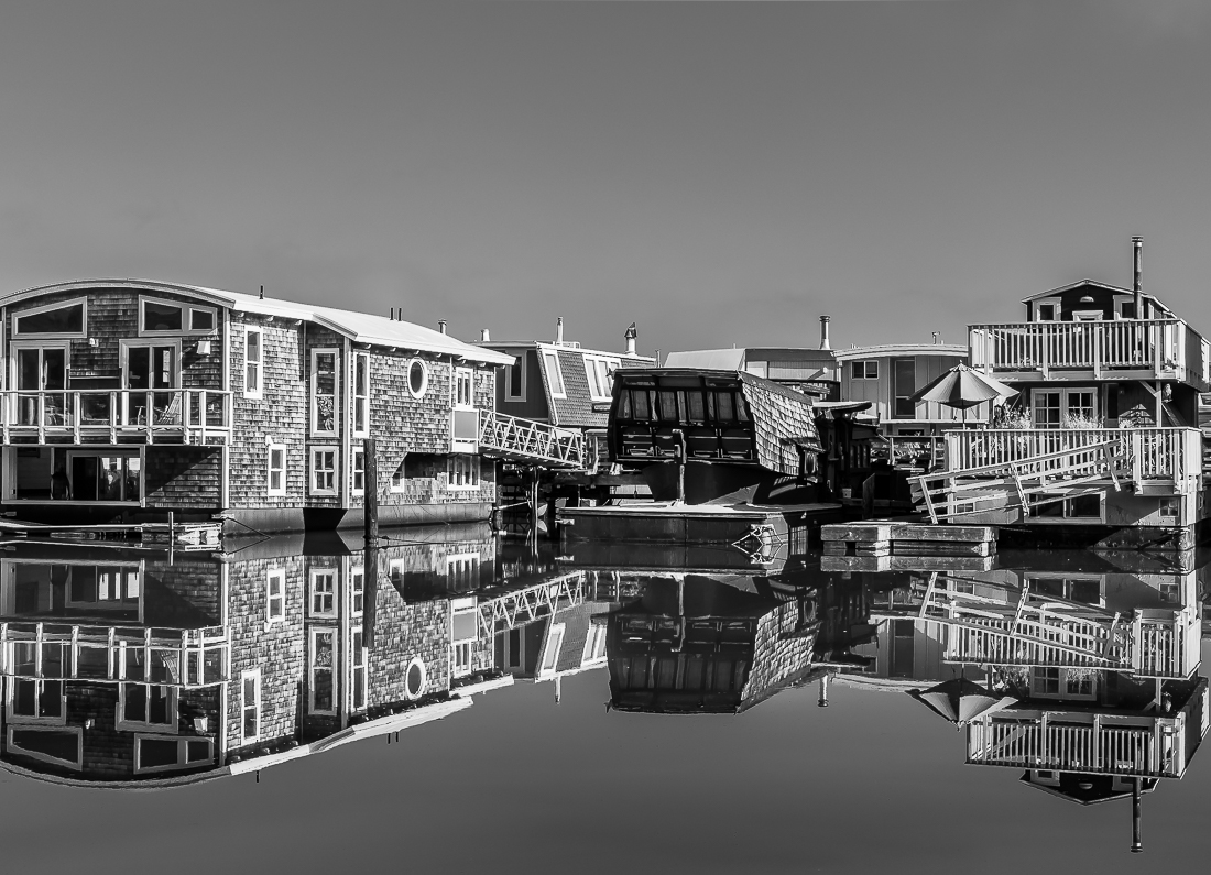 Monochrome Mondays – Lost in reflections