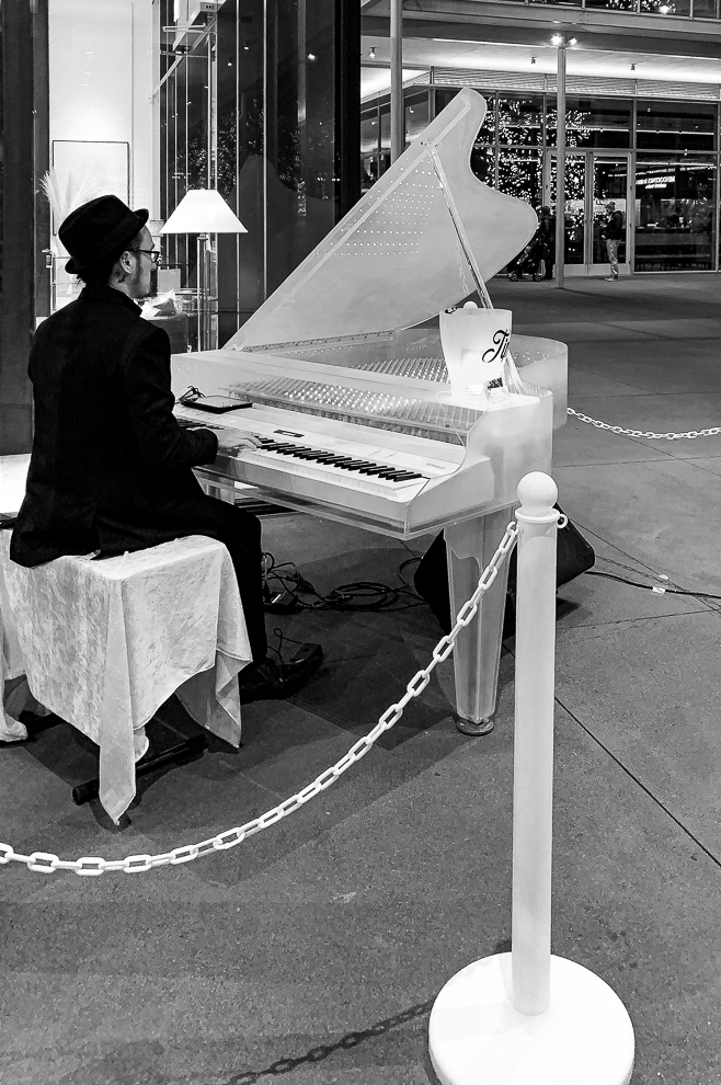 Monochrome Mondays: Piano player